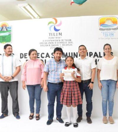Víctor Mas entrega más de 400 becas a estudiantes de todos los niveles educativos en Tulum