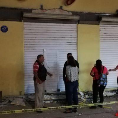 Se desploma marquesina de comercio en Cozumel