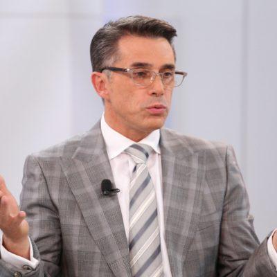 Achaca Sergio Mayer sus dislates a 'rara' enfermedad que padece desde niño; la llaman 'dislexia mental'