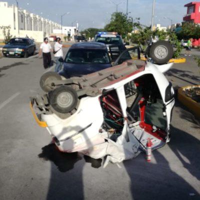 Mototaxi invade carril y es colisionado en Villas del Sol