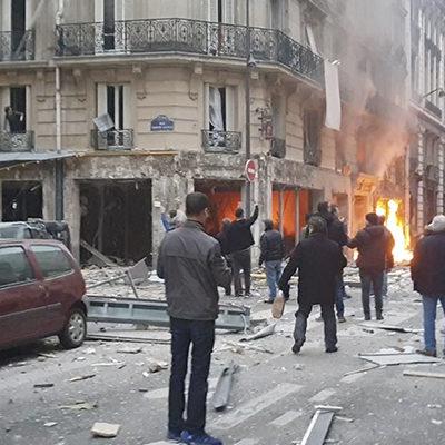 Deja explosión dos bomberos muertos en París; atendían una fuga de gas en zona hotelera