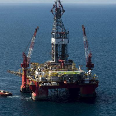 Revela AMLO que también roban petróleo crudo en plataformas de Pemex