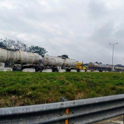 Parten de Veracruz 100 pipas para atender desabasto de gasolina en el centro del país