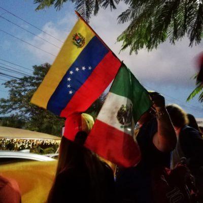 Venezolanos se manifiestan a favor de Guaidó en Cancún