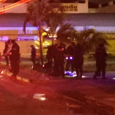 Ejecutan a balazos un joven afuera de un bar en Playa del Carmen
