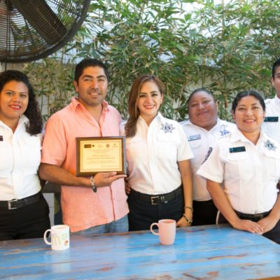 Entregan reconocimiento de empresa responsable a 'Mango Café'