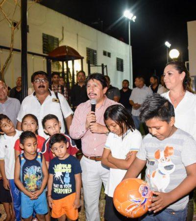"Inaugura Víctor Mas Tah Cancha de Usos Múltiples en la Colonia ""La Veleta"""