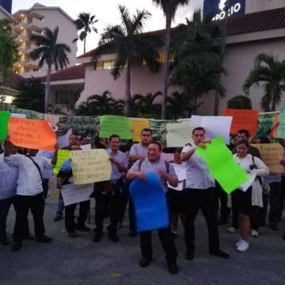 PROTESTAN TRABAJADORES DE HOTEL: Empleados del 'Emporio' exigen de manera pacífica mejores condiciones laborales en Cancún