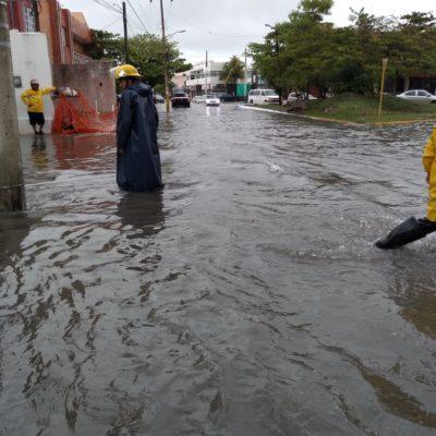 LLUVIAS TOMAN POR 'SORPRESA' A CANCÚN: Canal de baja presión y fallas de autoridades vuelven a anegar la ciudad