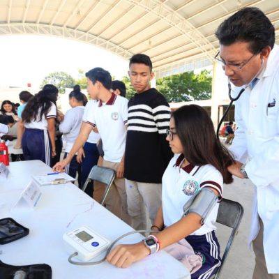 Llevan brigadas de salud a escuelas de Solidaridad