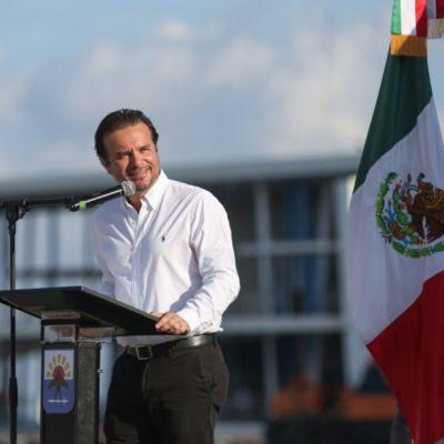 Encabeza Pedro Joaquín el izamiento de labandera en Cozumel