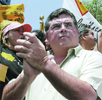 Rompeolas: Se 'fusilan' los 'Illuminati' fallida 'estrategia' del 'Chacho'