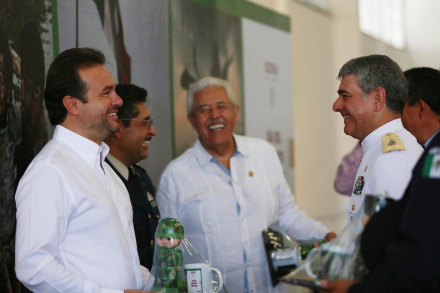 Reconoce Pedro Joaquín labor del Ejército para mantener el orden en Cozumel