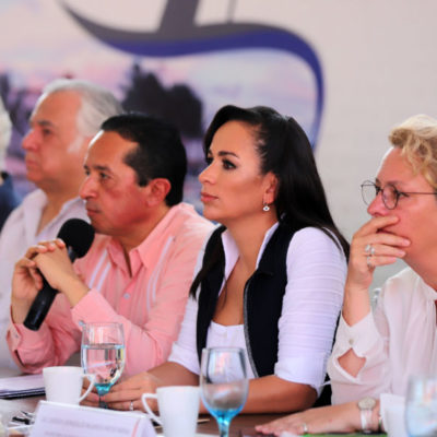 Frente a autoridades estatales y federales, Laura Fernández presenta el 'Protocolo Puerto Morelos, sargazo, una solución integral' para afrontar el fenómeno