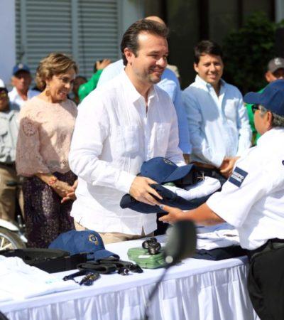 Gobierno de Cozumel dota de uniformes a la Policía Escolar y personal operativo de la Dirección de Servicios Públicos y Urbanos