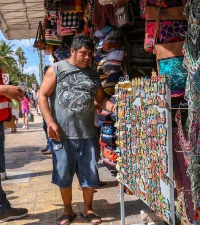 Autoridades de Isla Mujeres emprenden operativos para evitar que comerciantes invadan la vía pública