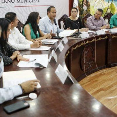 Juan Carrillo se reúne con diputados federales que realizan recorrido en el Distrito 01