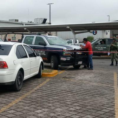 Hallan Jetta con un arma dentro en estacionamiento de un súper en Chetumal