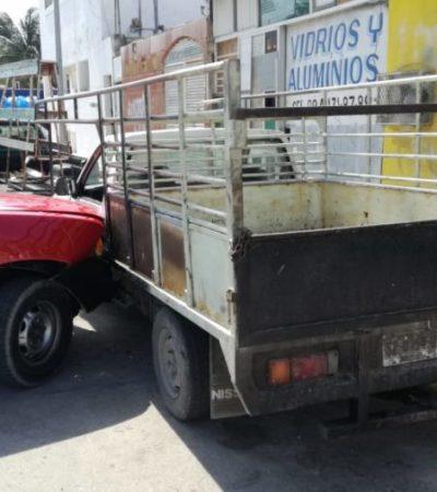 Por no respetar su alto, camioneta provoca carambola vehicular en la colonia Colosio