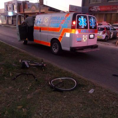 Arrolla taxista a ciclista en Chetumal