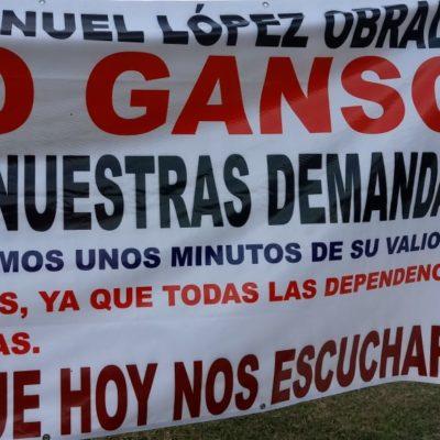 Se manifiestan ante AMLO colonos de Quintana Roo