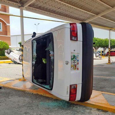 Exigen estudiantes diálogo y reapertura de escuela Normal en Chiapas, pero vandalizan y toman autobuses