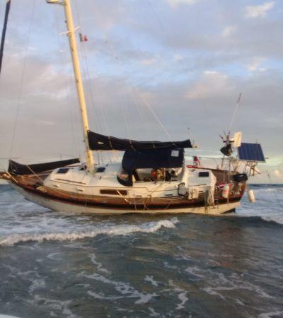 ENCALLA VELERO EN ARRECIFES DE XCALAK: Rescatan marinos a 3 turistas canadienses