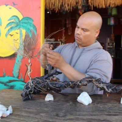 Artesanos de Cancún muestran su talento a miles de turistas que visitan el destino