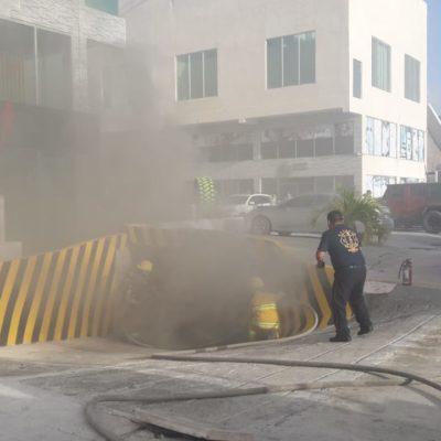 Incendio de vehículoen estacionamiento subterráneo obliga a evacuar edificios en Cancún