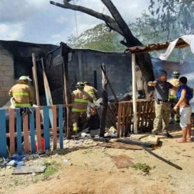Se incendia choza en el asentamiento irregular 'Las Torres', en Playa del Carmen