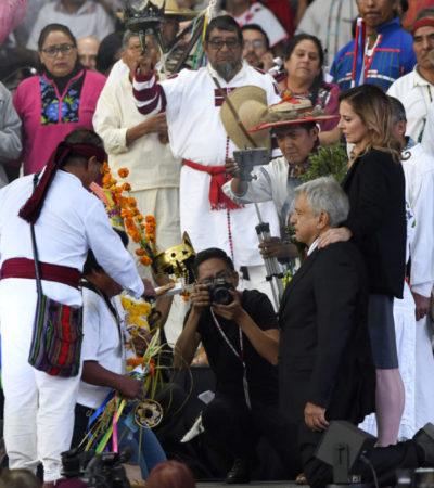Destituyen a líder maya por asistir sin consentimiento a la entrega del 'bastón de mando' a AMLO