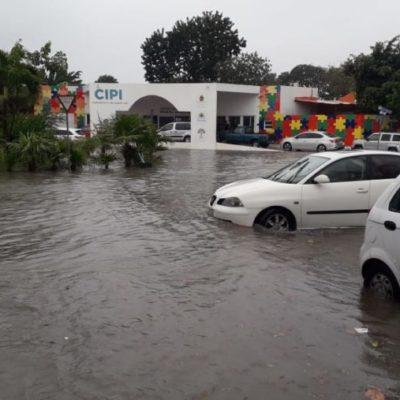 Activan operativo en Playa del Carmen por encharcamientos severos en zona habitacional