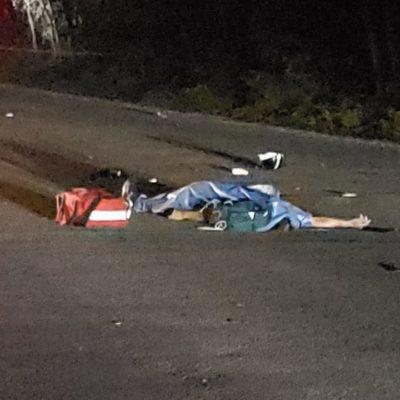 Muere motociclista al chocar contra coche estacionado sin luces, en Cozumel