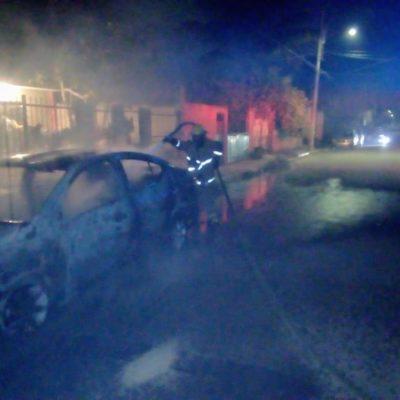 MADRUGADA VIOLENTA EN CHETUMAL: Dos personas heridas y el incendio de un auto prendieron las alarmas en la capital de QR