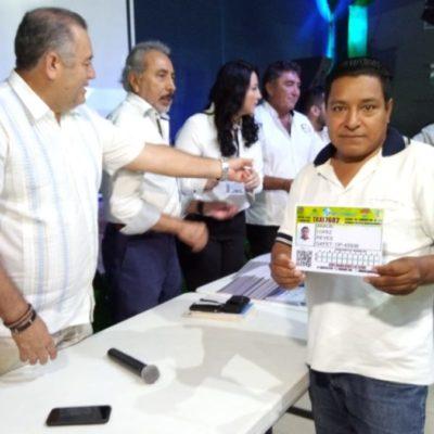 Taxistas del sindicato 'Andrés Quintana Roo' deberán portar, de manera obligatoria, sus tarjetones de identificación