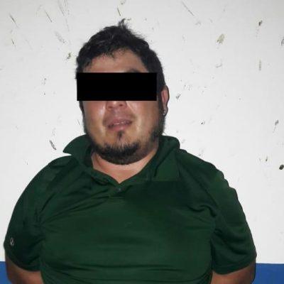 Atrapan a narcomenudista armado, con más de 150 dosis de droga, en Playa del Carmen