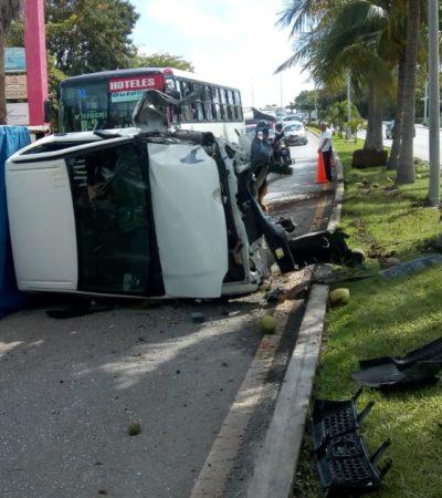 Vuelca camioneta en Zona Hotelera de Cancún