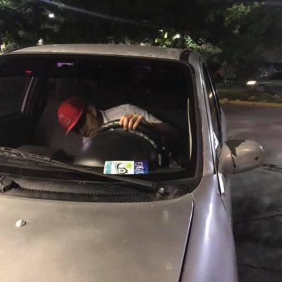 Denuncian en redes robo de un auto a punta de pistola en el Fraccionamiento Villas del Caribe de Cancún