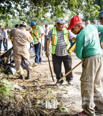 Supervisa Alcalde campaña de limpieza en la colonia Tumben Káh de Tulum