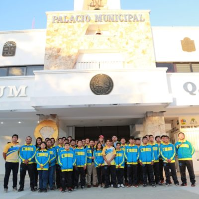 Abandera Alcalde de Tulum a delegación de jóvenes deportistas que viajó a  Chetumal