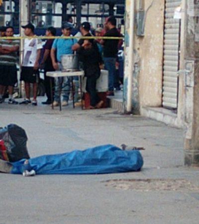 Muere indigente en plena vía pública de un aparente paro cardiaco en la zona de 'El Crucero' de Cancún