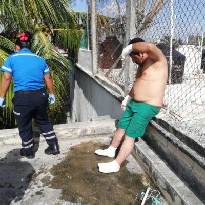 Hombre sufre quemaduras por tocar cable eléctrico en la azotea de una cuartería en Playa del Carmen; le van a amputar dedos de los pies
