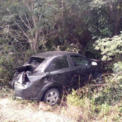 Se sale coche de carretera rumbo a Mahahual