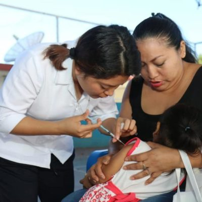 Autoridades exhortan a padres de familia a vacunar a los niños y evitar enfermedades como la hepatitis o poliomelitis