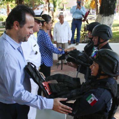 Autoridades de Cozumel entregan equipo para mejorar la seguridad del municipio