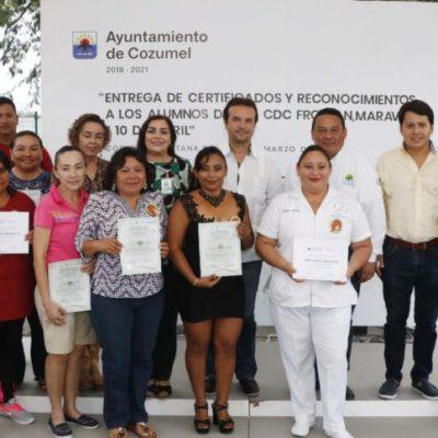 Más de 400 personas reciben certificados por concluir los cursos de capacitación para el trabajo en Cozumel