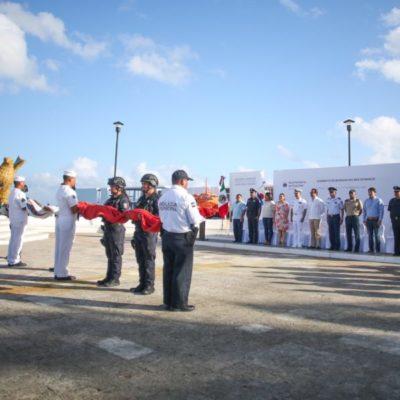 Encabeza Pedro Joaquín la ceremonia de izamiento de la Bandera del mes de marzo