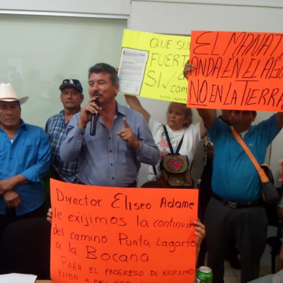 Realizan ejidatarios de Calderiats manifestacion en Sedarpe