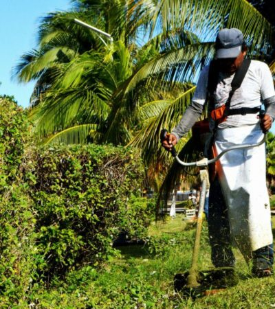 Mantiene gobierno de Isla Mujeres espacios públicos en buen estado