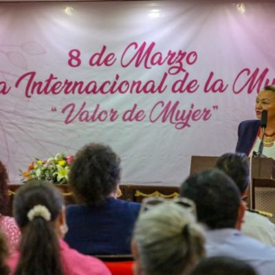 Imparten la conferencia 'Empoderamiento de las Mujeres' en Isla Mujeres
